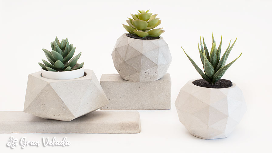 vasos de flores de cimento